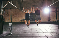 Couple-doing-pullups