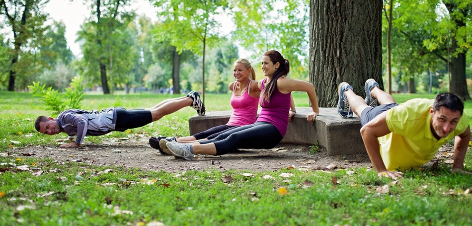 Friends-working-out-in-park